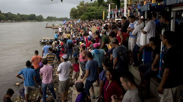 7da70271-migrant-caravan