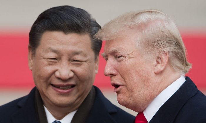 Chinese leader Xi Jinping (L) and US President Donald Trump