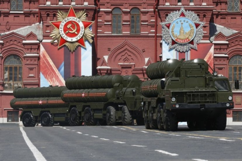 FILE PHOTO: Russian S-400 Triumph medium-range and long-range surface-to-air missile system