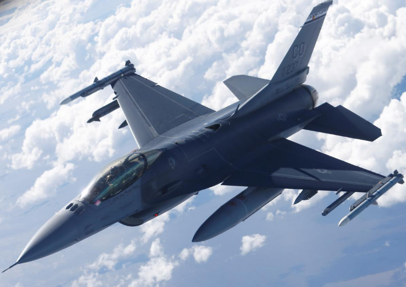 FILE PHOTO: A U.S. Air Force F-16 fighter taking part in the U.S.-led Saber Strike exercise flies over Estonia June 6, 2018.