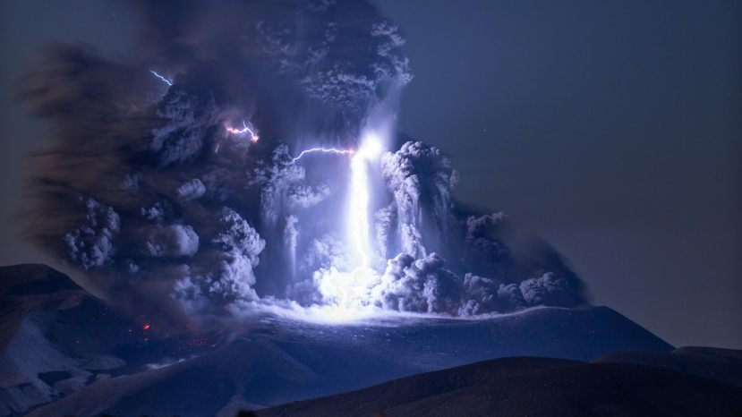 The moment the volcanic lightning occurred.