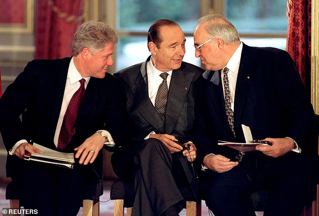 Chirac (centre) with U.S. President Bill Clinton and German leader Helmut Kohl in 1995