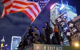 PROTESTS/THANKSGIVING Protestors attend a gathering at the Edinburgh place in Hong Kong Protesters stand next to a US flag as they attend a gathering at Edinburgh Place in Hong Kong, China, on November 28, 2019.