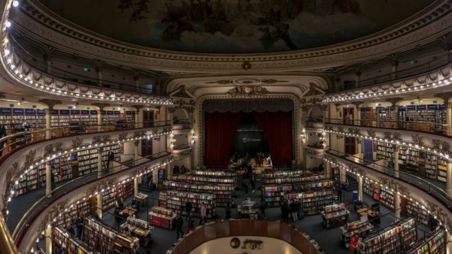 Ricardo Valero was caught shoplifting from the El Ateneo Grand Splendid in Buenos Aires