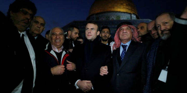 French President Emmanuel Macron visits the Temple Mount in Jerusalem's Old City, Jan. 22, 2020. Photo: Reuters / Ammar Awad.