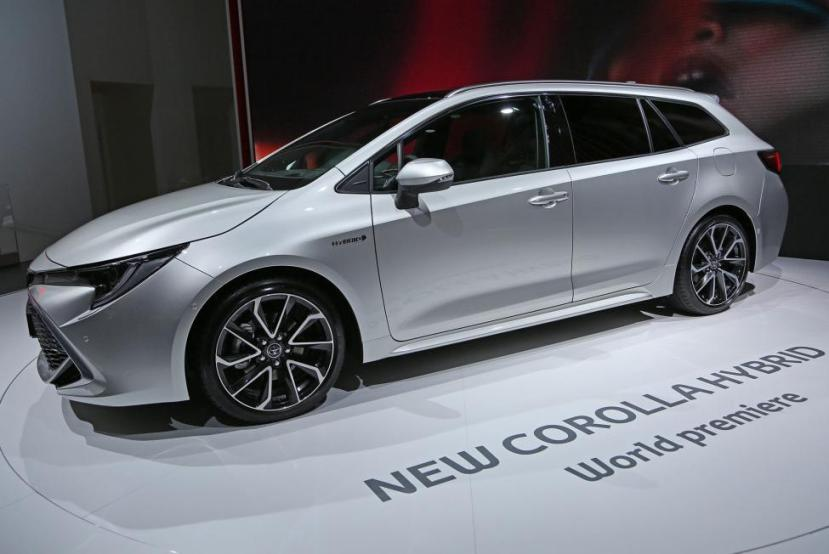 Toyota announced the recall Tuesday of 2.9 million Corolla, Avalon, Matrix and Avalon Hybrid vehicles for potentially faulty air bag sensors.