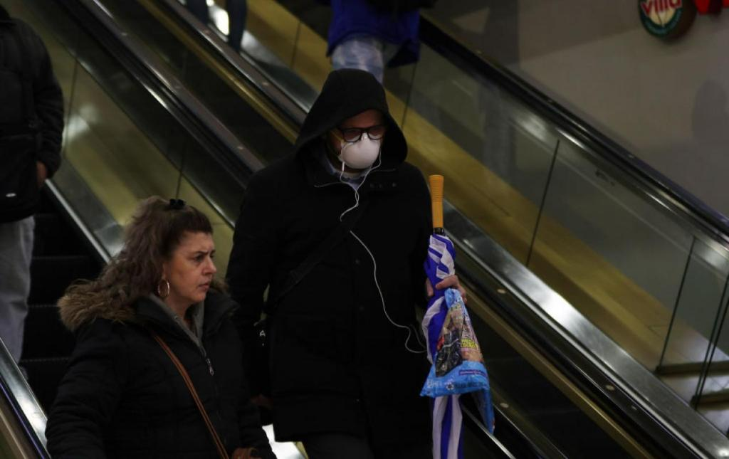 People in New York taking coronavirus precautions. (Tayfun Coskun/Anadolu Agency via Getty Images)