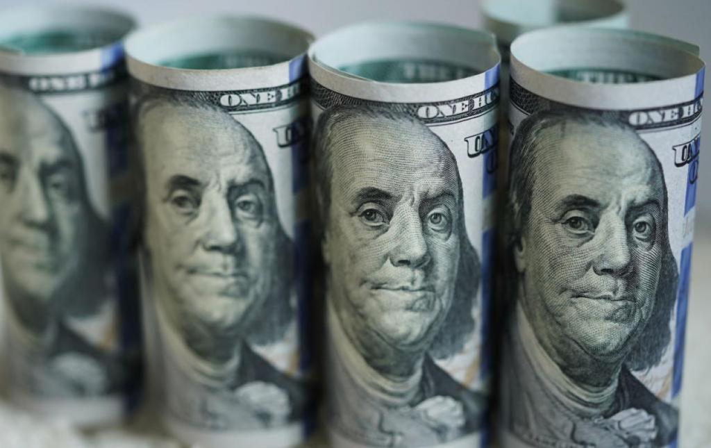 Hundred dollar bills (Xinhua/Liu Jie via Getty Images)