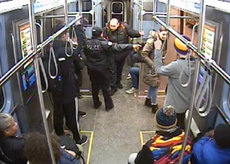 A Chicago police officer tells Ariel Roman to leave a Red Line train minutes before a struggle ensued and he was shot.