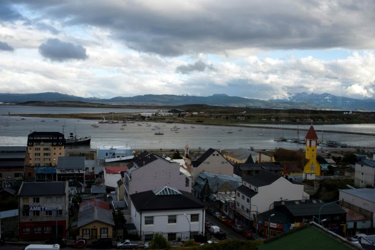 The Echizen Maru fishing trawler returned to port in Ushuaia after some of its crew began exhibiting symptoms typical of COVID-19
