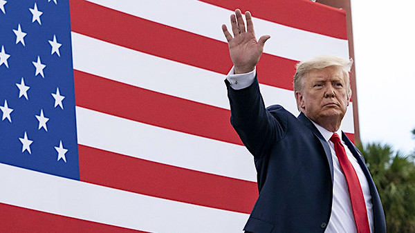 President Donald J. Trump waves at the conclusion of his remarks Tuesday, Sept. 8, 2020, at the Jupiter Inlet Lighthouse and Museum in Jupiter, Florida,