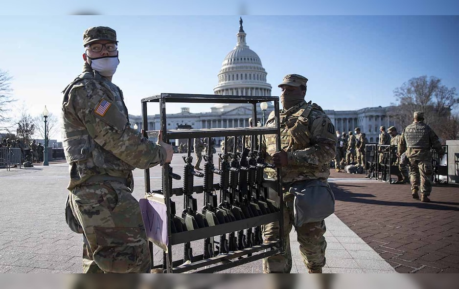 Members of the National Guard organize weapons outside of the U.S. Capitol in Washington, D.C., on Thursday, Jan. 14, 2021.(Sarah Silbiger/Bloomberg via Getty Images)