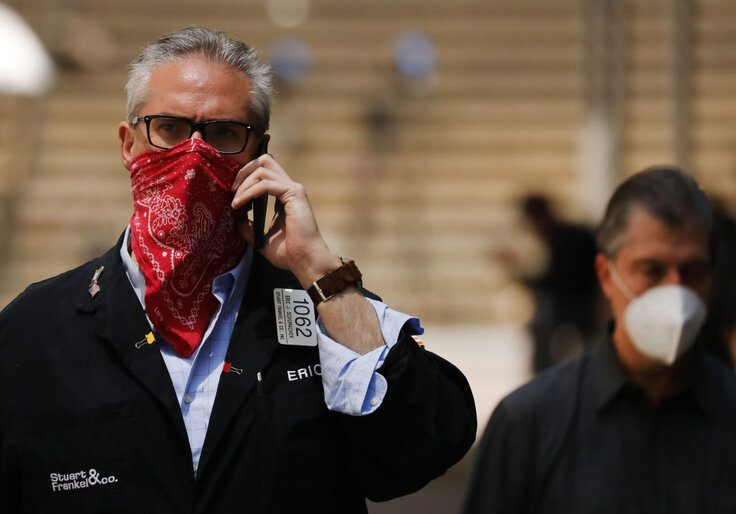 A masked trader at the New York Stock Exchange in May 2020 / Getty Images