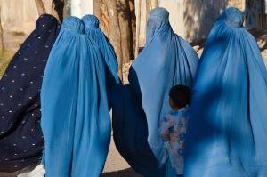 Women wearing burqas in public. (Flickr/Marius Arnesen)