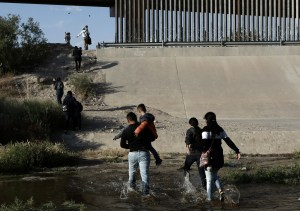 Migrant families cross the Rio Grande at the border into El Paso, Texas, on May 31, 2019.Christian Torres / AP