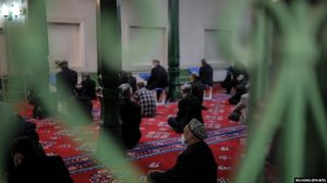 Uyghurs and others pray in the Id Kah Mosque in Kashgar in western China's Xinjiang Uyghur Autonomous Region during a government-organized trip for foreign journalists in April.